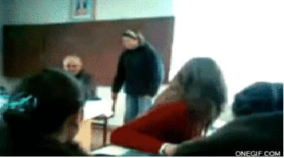بلایی که این دختر جوان بر سر معلمش آورد ! + عکس متحرک