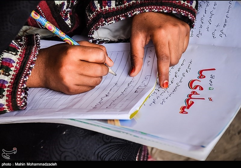 توزیع 21 هزار بسته لوازم التحریر اهدایی رهبر  میان دانشآموزان سیستان و بلوچستان