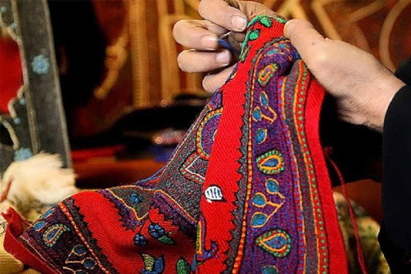 بنیاد برکت به کمک فعالان صنایع دستی سربیشه آمد