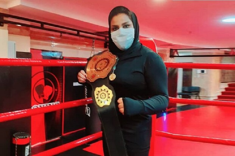 بانوی رزمیکار بوشهری کمربند طلایی خود را تقدیم شهدا کرد
