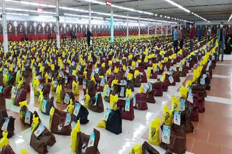 اهدای بستههای کمک مومنانه به نیت شهدا