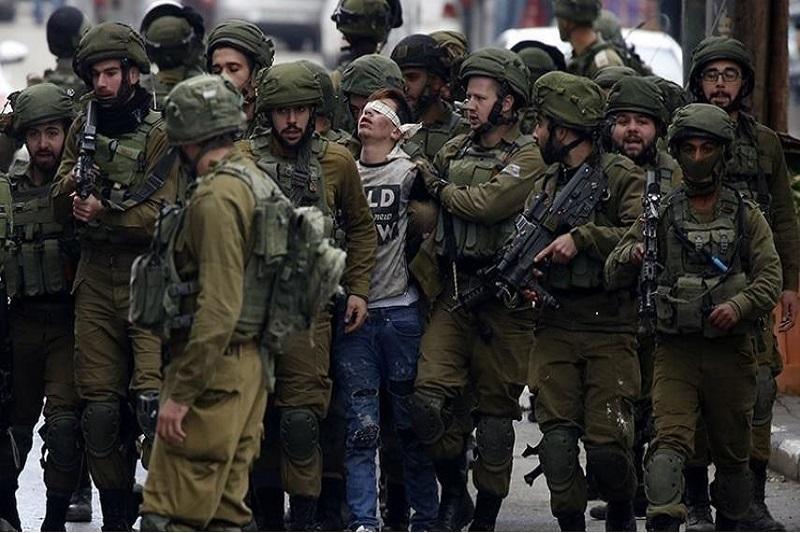ویدئو/دستگیری وحشیانه یک فلسطینی در نزدیکی مسجدالاقصی
