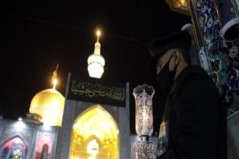 خطبهخوانی شب شهادت امام هشتم(ع) در حرم رضوی برگزار شد