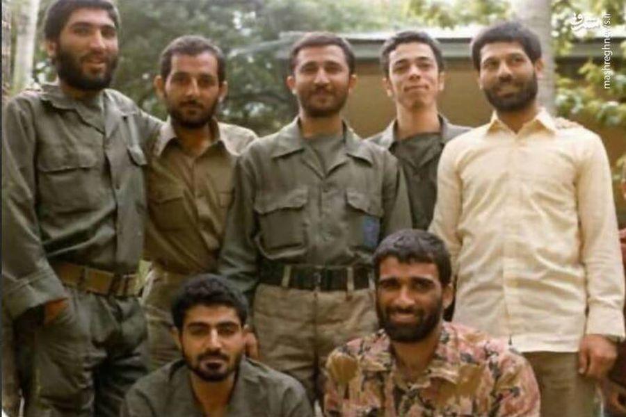 تصویر شهید «قاسم سلیمانی» در جمع فرماندهان جنگ