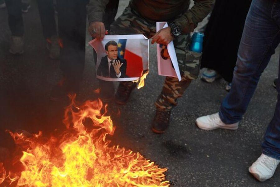 تصویر «ماکرون» در فلسطین به آتش کشیده شد