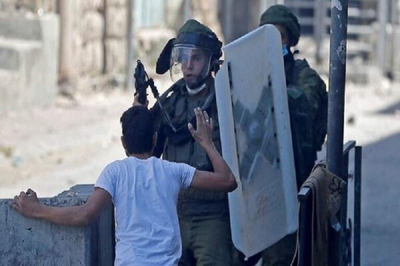 بازداشت یک جوان معلول فلسطینی به دست نظامیان صهیونیست