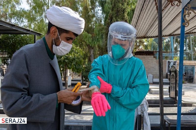 طلبههای جهادی به بیمارستانهای کرونایی خدمت میدهند