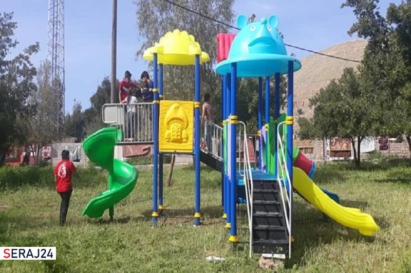 اهدای مجموعه بازی به کودکان رودانی