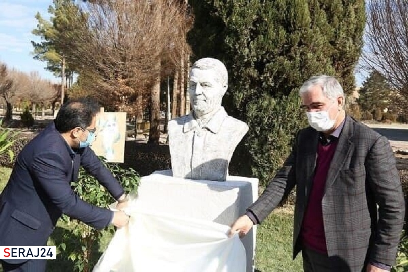 سردیس سردار سلیمانی در دانشگاه شهید باهنر کرمان رونمایی شد