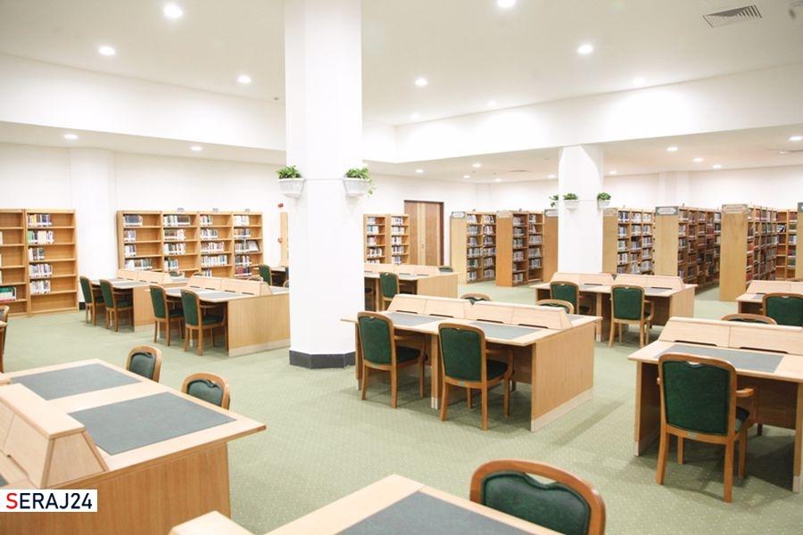 اهدای  کتابهای شخصی آیتالله جنتی به کتابخانه آستان مقدسه کریمه اهل بیت