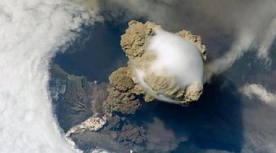 نمای فوران آتشفشان از فضا!+ فیلم