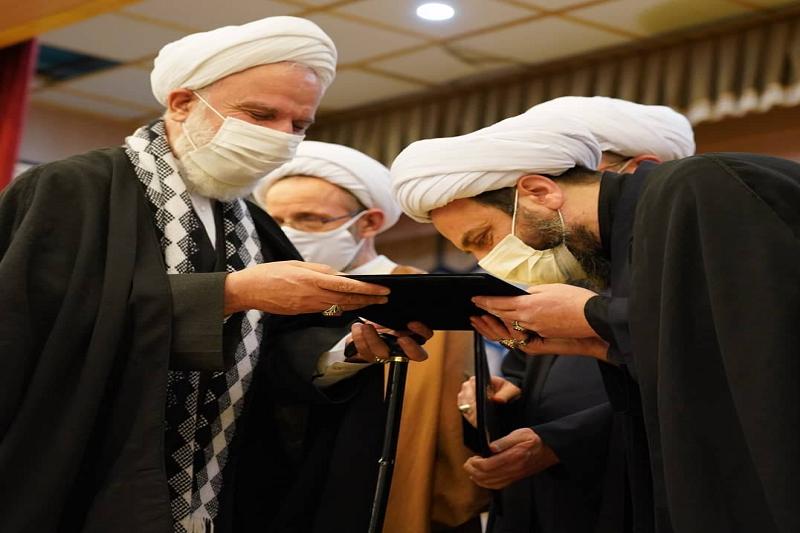 حکم رهبر معظم انقلاب به رئیس و هیأت امنای مؤسسه امام خمینی تقدیم شد