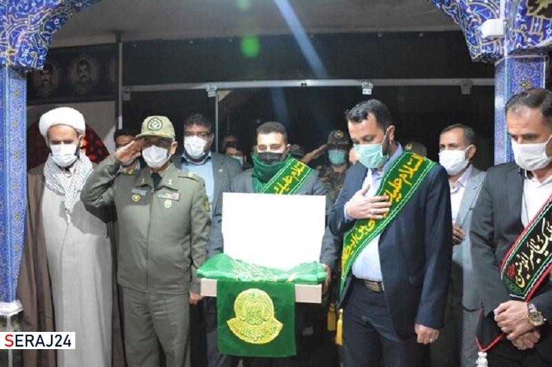 نصب پرچم متبرک حرم امام علی(ع)در مرکز آموزش علوم نزاجای فارس