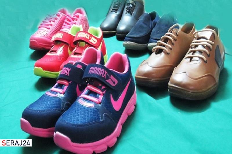 اهدای کفش به فرزندان خانواده های نیازمند در لرستان