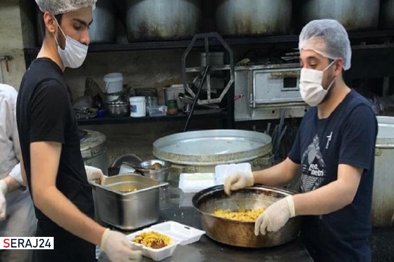 خیریهای که ۱۱۵۰ پرس غذای گرم در گرمخانهها توزیع کرد