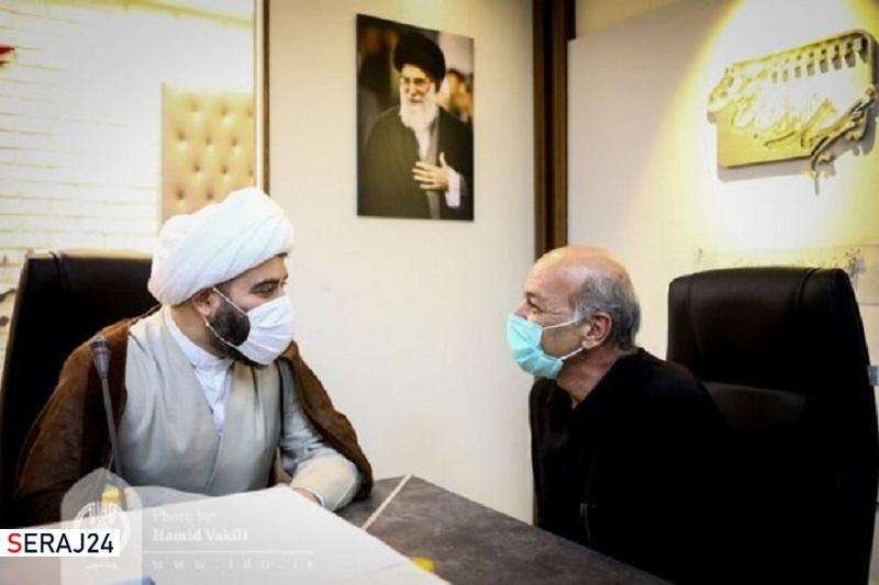 حجتالاسلام قمی با عکاس پیشکسوت دفاع مقدس دیدار کرد