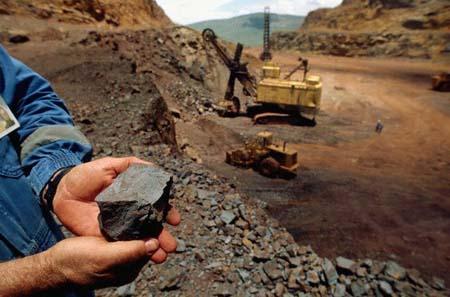 اعتراض به عوارض ۴۰درصدی صادرات سنگ آهن در مجلس/غضنفری بخشنامه را اصلاح کند