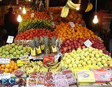 قیمتهای نجومی میوهها/  وزارت صنعت، معدن و تجارت کنترل بازار را رها کرده است