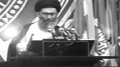 آیتالله خامنهای: قدرت ها و دولت های بزرگ باید دنیا را به مردم بسپارند، آن ها که قیم جهان نیستند!