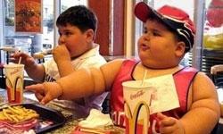 هنگام غذا خوردن مطالعه نکنید/ چاقی عامل سکته در کودکی