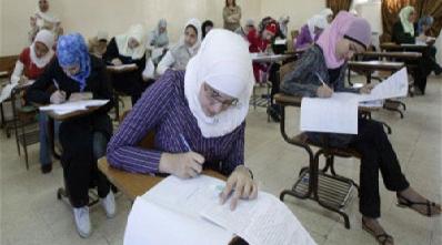 تقلب دختر دانشجو در امتحان با استفاده از دو هندزفری
