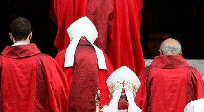 بزرگترین رسوایی اخلاقی یک نهاد روحانی، خلع لباس 400 نفر+عکس