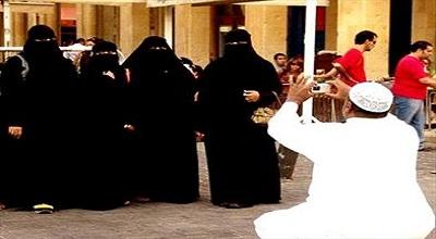 اختلاف فاحش پوشش زنان دربار سعودی با مردم