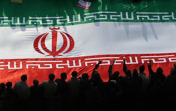 سه پیام از راهپیمایی 22 بهمن به دولتمردان/قطع رابطه با آمریکا به معنای قطع رابطه و قهر با دنیا نیست