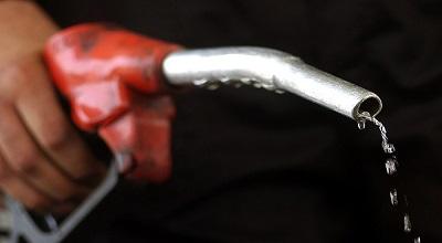 """بنزین در فاز دوم هدفمندی یارانهها دو نرخی میشود/""""قیمت بنزین سهمیهای 520 و بنزین آزاد 910 تومان"""""""