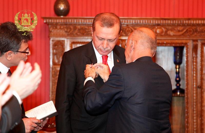 اردوغان در افغانستان مدال گرفت +عکس