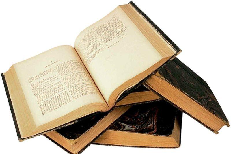 مشکلات اقتصادی و برنامه ها اشتباه باعث دوری مردم از فضای کتابخوانی شده است