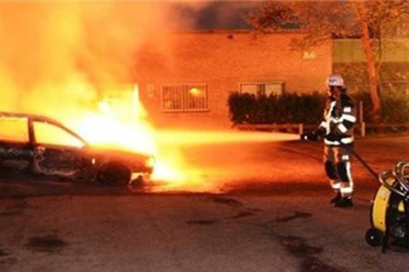حمله معترضان با بمب آتش زا به مقر پلیس استکهلم
