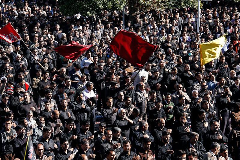 خیمه ی سیاه عزا اربعین حسینی آسمان ایران را پوشاند