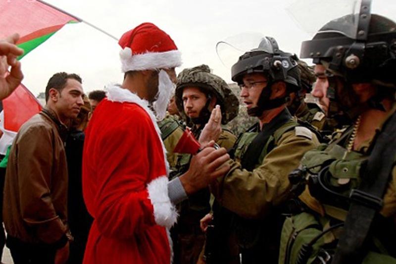 بابانوئل مقابل نظامیان صهیونیست