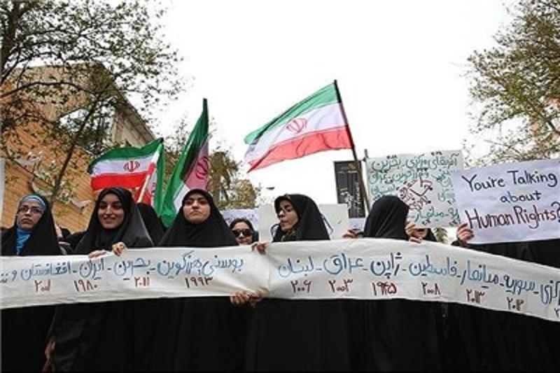 """تجمع دانشجویان مقابل سفارت فرانسه در اعتراض به اقدام توهینآمیز """"شارلی ابدو"""""""